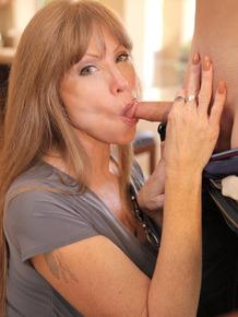 Hot mom Darla Crane coaches stepdaughter Sammi Bananas in girl-girl-boy 3some