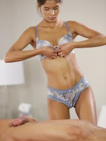 Latina masseuse Katya Rodriguez delivers a hapoy ending massage