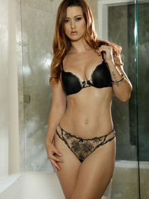Stunning lady Karlie Montana loves taking her clothes off slowly