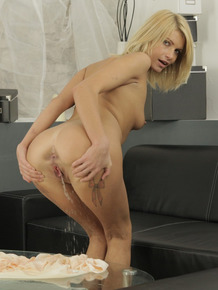 Perverted blonde Karina is licking and sucking her own pee so sexy