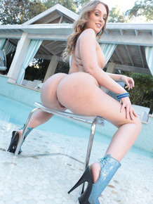 Nice brunette lady Daisy Stone shows her amazing big ass by the pool