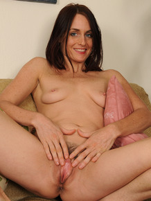 Over-30 wife Jasmine M shows the pink of her snatch after vacuuming