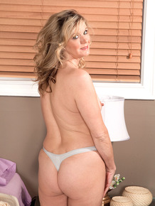 Pretty blonde woman Cami Cline loves exposing her beautiful feet & tight body