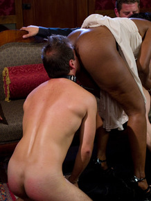 Ebony beauty Nyomi Banxxx gives a blowjob while her slave is eating her