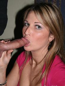 Amateur MILF Kelly Anderson bares big tits for titjob & sucks for hot facial