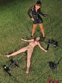 Outdoor lesbian and machine fucking BDSM sex with Katarina & Satin Bloom