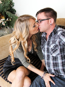 Dirty blonde Natasha Starr goes pussy to mouth after seducing a boy on sofa