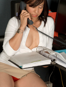 Naughty secretary Rosa Isabella strips down naked while talking on the phone