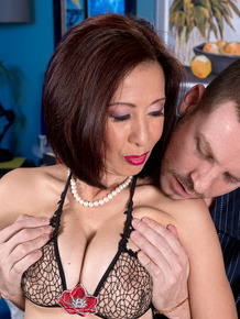 Amateur hot mature Kim Anh lets her boy toy undress her for cowgirl fuck