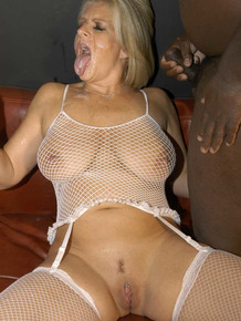 Older blonde woman -Robyn eats jizz during gangbang action