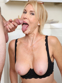 Blonde cougar Erica Lauren is full of passion to seduce younger fucker