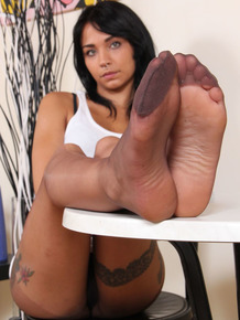 Tatted girl Felisja kicks off flats before starting to remove her pantyhose