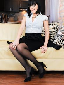 Dark haired chick Mya Laurenn goes from geeky nerd to fuck slut in seconds