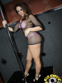 Stripper Chanel Preston pleases BBC through gloryhole in nightclub
