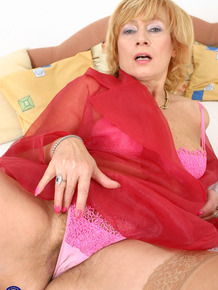 Mature Petra gets her cunt penetrated by a horny young stud's boner