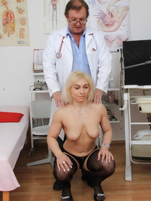 Blonde fetish MILF Sandy getting her asshole examined by her gyno