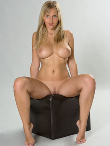Natural blonde Magdalene flaunts her nice melons and trimmed pussy in a boa