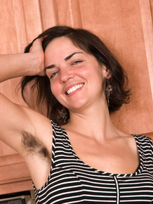 Housewife Katie Z proudly displays her all natural twat and underarms