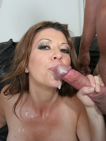 Busty older lady Raquel Devine spills jizz during pussy to mouth action