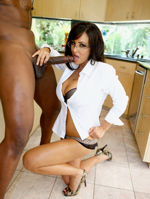 Famous pornstar Lisa Ann gives it up to a well endowed black man