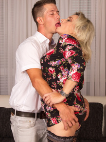 Cougar's hot date is a young stud who sucks her nipples & cums in her mouth