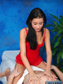 Slim 18 year masseuse rides her client after a brief body rub