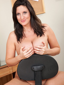 30 plus businesswoman Jenny B models naked in her home office