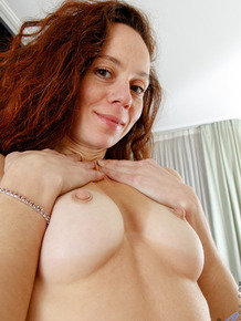 Older lady Anee Ocean showcases her bald twat after rolling off stockings