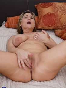 Insatiable big tit mom Teresa Lynn passionately masturbates in bed