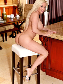 Busty blonde wife Diamond Foxxx does naked kitchen spread after packing lunch