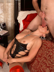 Mature blonde Kelly Leigh getting a cumshot and facial after an ass drilling