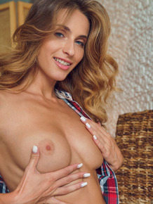 Ukrainian glamour model Cara Mell plays with her pussy in the nude