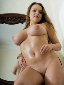 European solo model Any V oils up while rocking her big tits in the nude