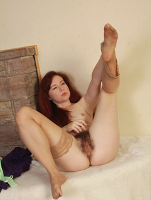 Redhead MILF Annabelle Lee flaunts hairy pussy & sexy feet in tan stockings