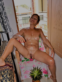 Older woman Diana Ananta finger spreads her twat in solo action
