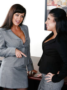 MILF boss lady Lisa Ann seducing Sativa Rose for lesbian sex in office