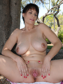 30 plus lady Kelly Capone steps off the local golf course to model in the nude