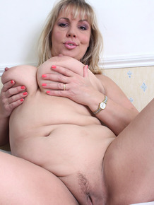 Sexy fatty Danielle T flaunts her big boobs while she spreads naked