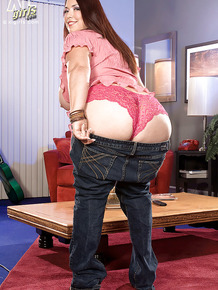 Fat busty Latina Rikki Waters pulls down her jeans for a fine ass view