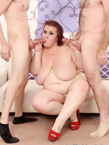 Older SSBBW Lady Lynn sucking and fucking 2 men at the same time