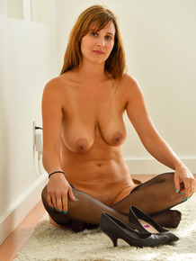 Solo model Alice-II fists her own pussy wearing black nylons