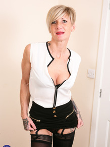 Older UK woman with tattoos undresses to toy her horny vagina