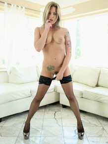Tattooed hot blonde Dahlia Sky in stockings gets on her knees to deepthroat
