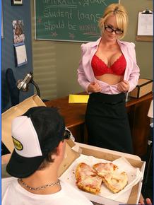 Dazzling MILF teacher in glasses Tyann Mason fucked by a delivery boy
