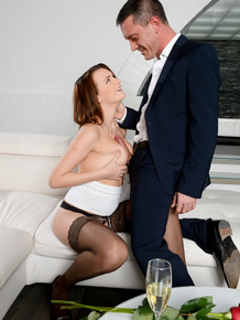 European female Emily Thorne gives in to the age old art of sexual seduction