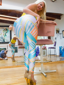 Hot blonde Layla Price works her juicy ass free of skintight pants