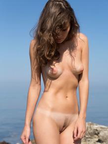 Slender Carmela doffs her bikini to flaunt her wet pussy and ass at the beach