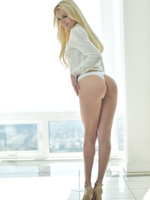 Goddess Elsa Jean strips to her sexy high heels and shows her phenomenal body