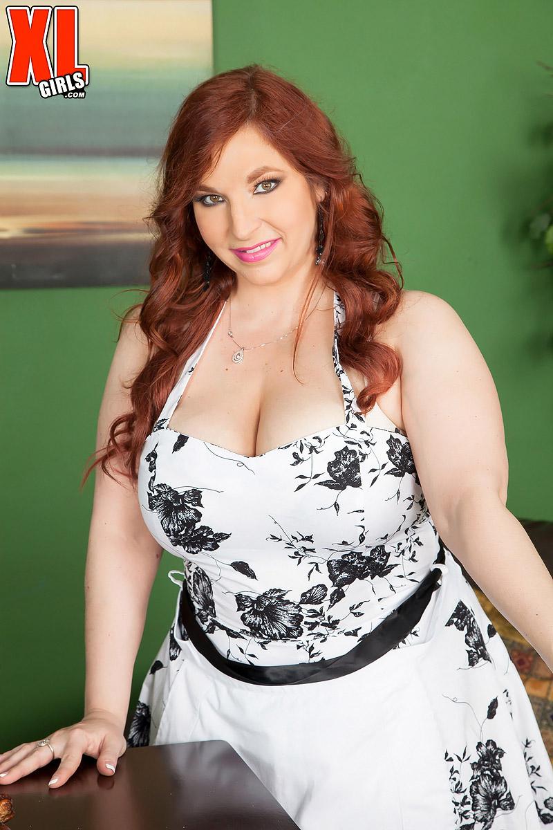 Redhead BBW Sadie Spencer seduces a man with her big